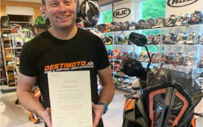Wir gratulieren Adrian Scheiwiller zum Betriebsleiter Zweiradbranche mit eidgenössischen Diplom